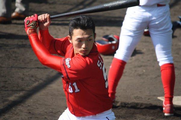 広島 鈴木誠也 2017 年俸 予想 背番号 変更